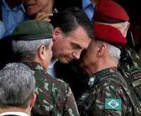 Ala Olavista é 'deixada de lado' e militares cercam Bolsonaro