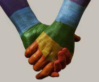 Mesmo com estoques vazios, Saúde ainda proíbe que gays doem sangue