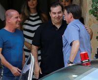 Maia diz que Bolsonaro 'ouve mais rede social do que o Congresso'