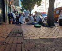 Idoso cai desacordado enquanto atravessava rua no centro de Campo Grande
