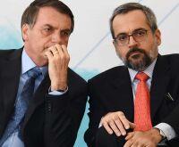 Sem motivos, Bolsonaro condecora Weintraub e Aras com Ordem de Mérito Naval