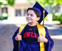 Menino de 13 anos se forma na faculdade em apenas dois anos