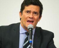 Chamado de 'covarde', Moro diz que políticas se constróem com 'diálogo'