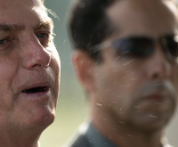 Com febre, Bolsonaro confirma que testou positivo para a Covid-19