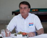 À espera de resultado da Covid-19, Bolsonaro tem febre baixa