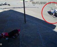 Vídeo: momento de colisão de motos, jovem é arremessado por 30 metros