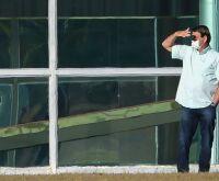 Há 8 dias ingerindo hidroxicloroquina, Bolsonaro ainda testa positivo para a Covid-19