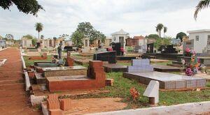 Cemitérios passam por limpeza em Campo Grande para receber público