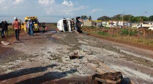 Colisão entre caminhão e caminhonete deixa um morto e dois feridos em MS