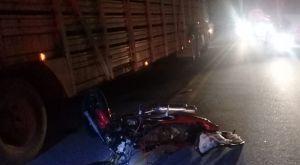 Colisão entre carreta e moto deixa militar gravemente ferido na MS-339
