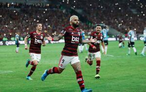 Há 25 anos sem vencer Grêmio em Porto Alegre, Fla ganha com 10 em campo e sem titulares