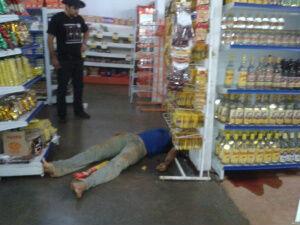 Homem é executado com cinco tiros em supermercado