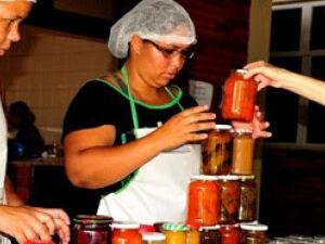 Produtores de alimentos artesanais discutem legislação com Deputados