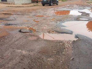 Secretário de obras ignora apelo de tapa-buracos nas Moreninhas