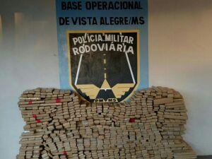 Polícia apreende mais de 900 kg de maconha em veículo roubado