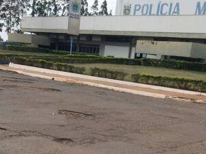 Morador denúncia buracos em avenida no bairro Ana Maria do Couto