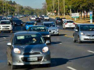 Multa para farol apagado em rodovias volta a ser cobrada