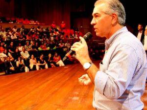 Governador prestigia show em homenagem aos servidores públicos