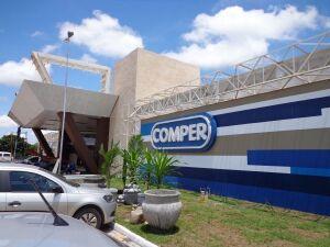 Operação da polícia e Procon Municipal apreendem alimentos vencidos em supermercado Comper