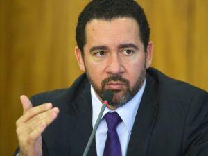 Ministro do Planejamento abre mão de R$ 18 mil mensais