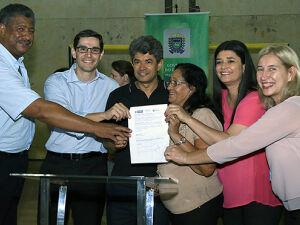 Governo regulariza situação de 161 famílias do Bosque do Carvalho e acaba com drama de 20 anos