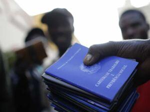 Desemprego só vai cair no segundo semestre de 2018, diz economista
