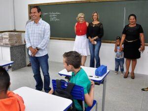 Prefeito visita escola Varandas do Campo no primeiro dia de aula