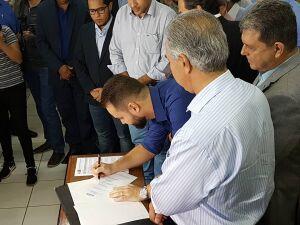 Governador entrega cem escrituras definitivas no Caiobá em Campo Grande