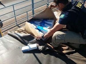 PRF apreende duas carretas transportando cigarros oriundos do Paraguai