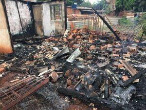 Moradora perde tudo em 30 minutos de incêndio