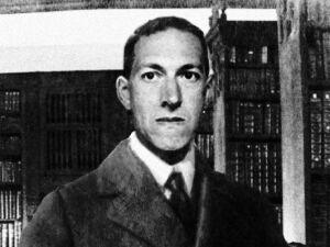 Howard Phillips Lovecraft foi um escritor estadunidense que revolucionou o gênero de terror, atribuindo-lhe elementos fantásticos típicos dos gêneros de fantasia e ficção científica