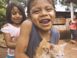 Crianças indígenas da etnia Guarani-Kaiowá
