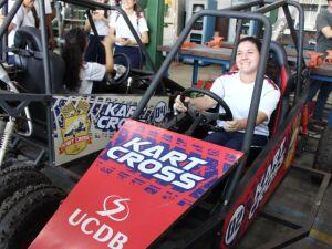 Alunos do Colégio Militar conheceram a Metal Mecânica e os veículos desenvolvidos pelos projetos de extensão da UCDB na área do automobilismo