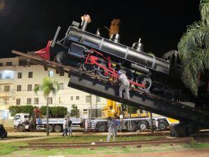 Prefeitura inaugura monumento da Maria Fumaça com show de Almir Sáter e Geraldo Espíndola