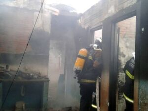 Casa foi consumida pelas chamas Foto Divulgação/Bombeiros