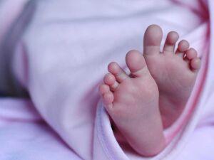 Homem estrangula e mata filha recém-nascida após agredir esposa em PE