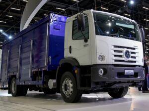 Ambev e Volskswagen concluem testes do primeiro caminhão elétrico para levar bebidas