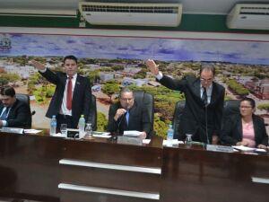 Com Câmara lotada, André Nezzi é empossado prefeito de Caarapó