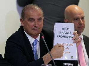O ministro-chefe da Casa Civil, Onyx Lorenzoni, faz apresentação à imprensa das metas prioritárias do governo, no palácio do Planalto, em Brasília