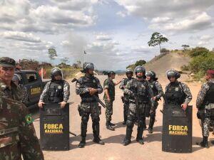 orça Nacional isola manifestantes venezuelanos após confronto na fronteira com o Brasil