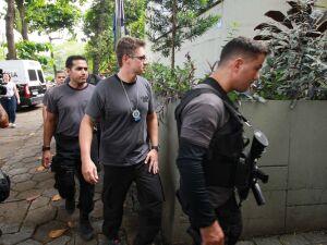 Movimentação em frente à Delegacia de Homicídios do Rio de Janeiro (RJ), durante a Operação Lume, deflagrada na manhã desta terça-feira (12). Foram presos o policial militar reformado Ronnie Lessa, 48 anos, e o ex-policial militar Élcio Vieira de Queiroz,