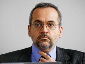 O novo titular do MEC: disputa pelo patrimônio da família