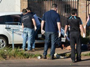 Homem assassinado com 14 facadas morreu enquanto dirigia
