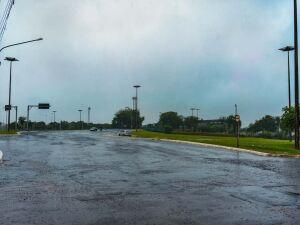 Semana começa chuvosa e com queda de temperatura