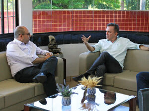 Reitor Marcelo Turine e deputado Vander durante reunião na UFMS