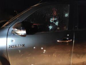 Marcas de tiros que ficaram na lataria da camionete