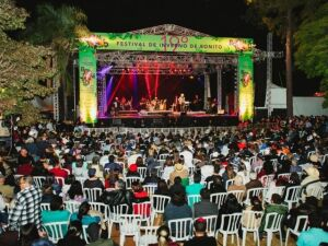 O público assistindo o show de Almir Sater e Renato Teixeira no Festival de Inverno de Bonito de 2018