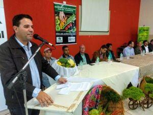 Prefeito André Nezzi discursa em evento da prefeitura de Caarapó. Foto: dilermano Alves