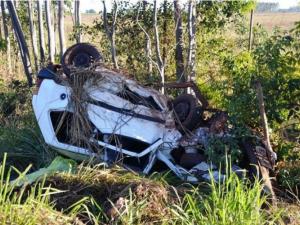 Carro ficou destruído motorista do Uno morreu na hora