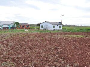 Escola da Comunidade fica a menos de dez metros da lavoura onde houve aplicação de calcário